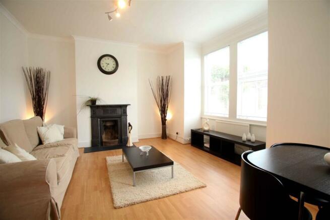 56b Larch Rd-Living room 3.jpg