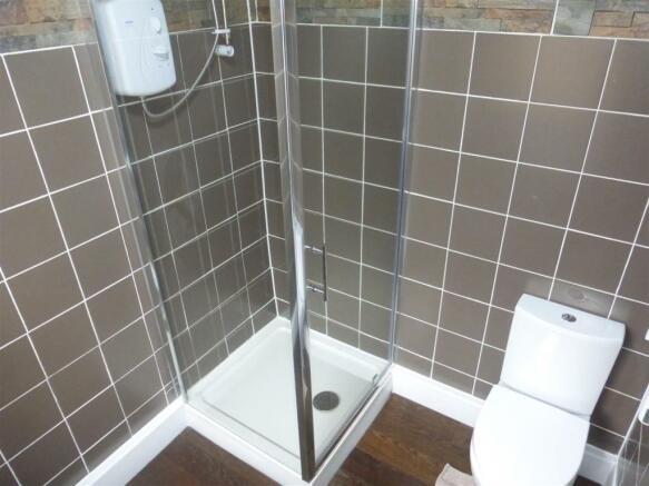 8 Shower Room.JPG