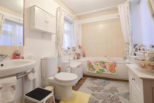 13 Bathroom.jpg