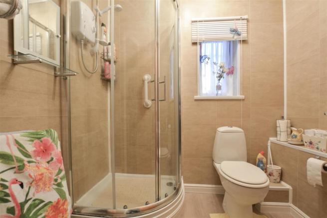 14 Shower Room.jpg