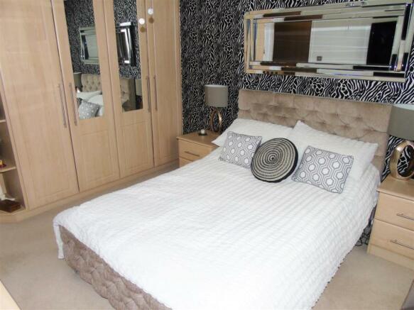 Bed1b.JPG