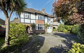 Photo of Home Farm Close, Thames Ditton