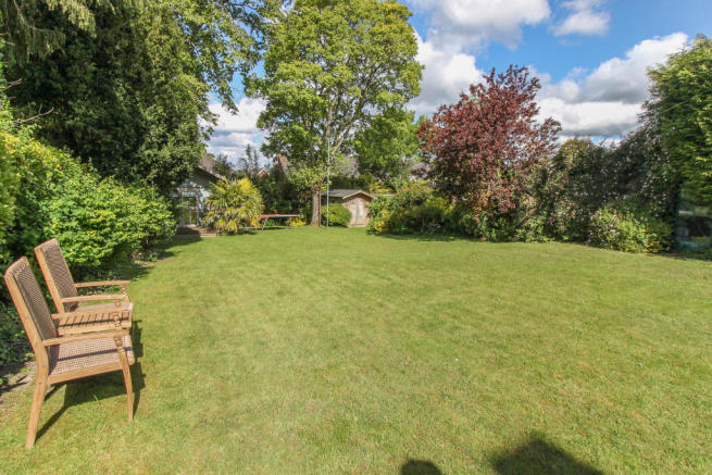 4 Bedroom Detached House For Sale In Winchester Road