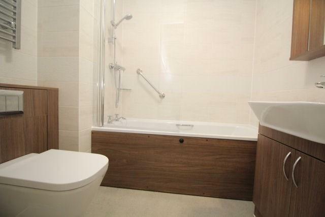 Bathroom l0006...