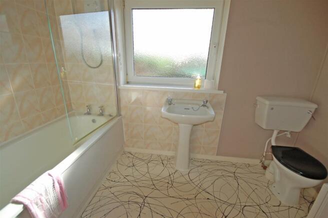 Cwmhudol - bathroom.jpg