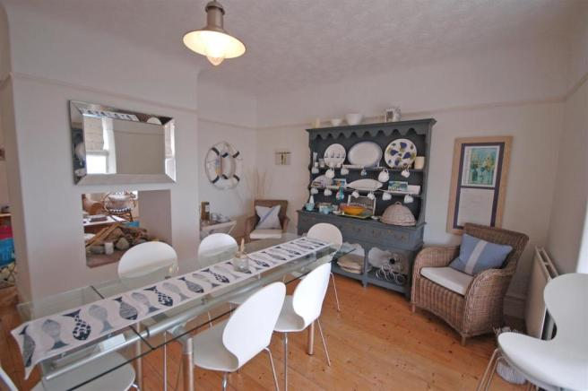 OPEN PLAN DINING/ LIVING AREA