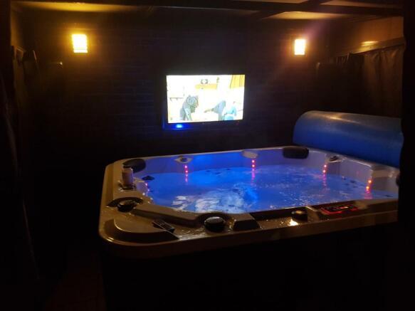 Gazebo, Hot Tub & Ou