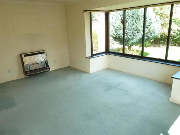 REAR LOUNGE/DINING ROOM