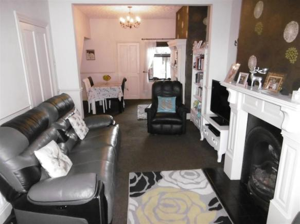 LOUNGE/DINING ROOM