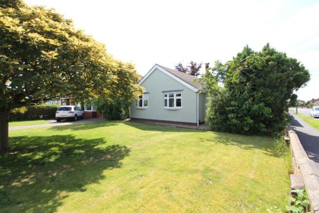 156 Fairway, Waltham Front garden.JPG