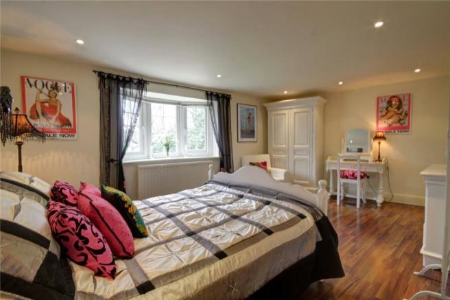 Master Bedroom Pic3