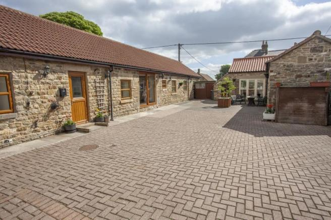 parking-courtyard