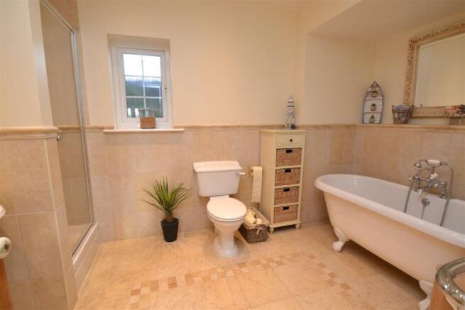LUXURIOUS BATH/SHOWER ROOM