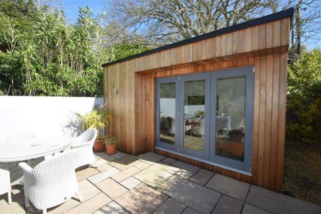 SUMMERHOUSE/OFFICE
