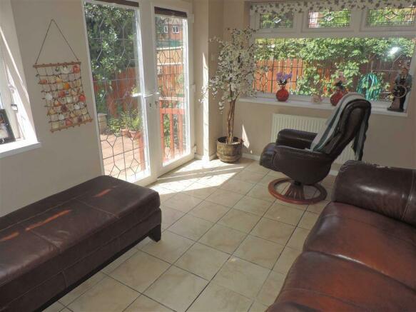Sun lounge/ Bedroom