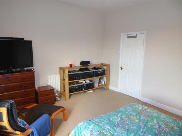 Front Bedroom 1.JPG