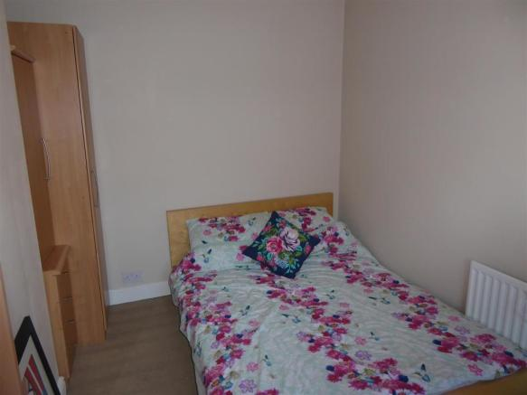 Bedroom 2 pic 1.JPG