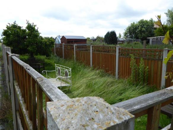 Enclosed area ideal for dogs
