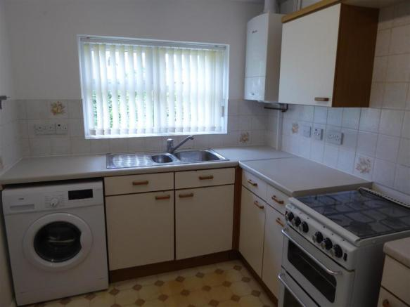 Rear Fitted kitchen.JPG