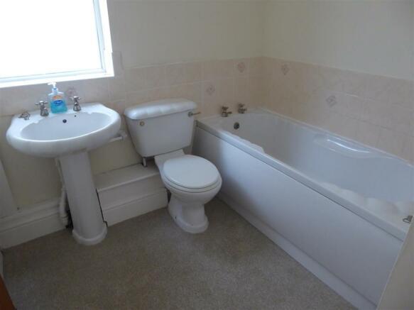 Gd floor Bathroom.JPG