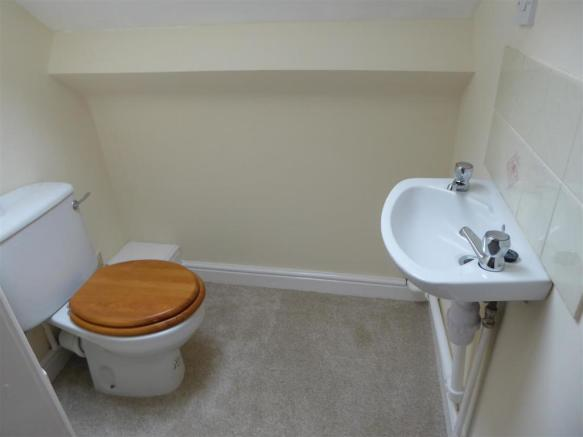 First floor WC and whb.JPG