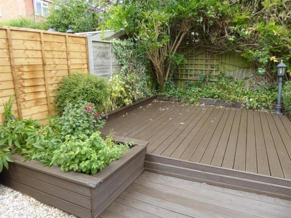 Raised decking ideal for entertaining.JPG