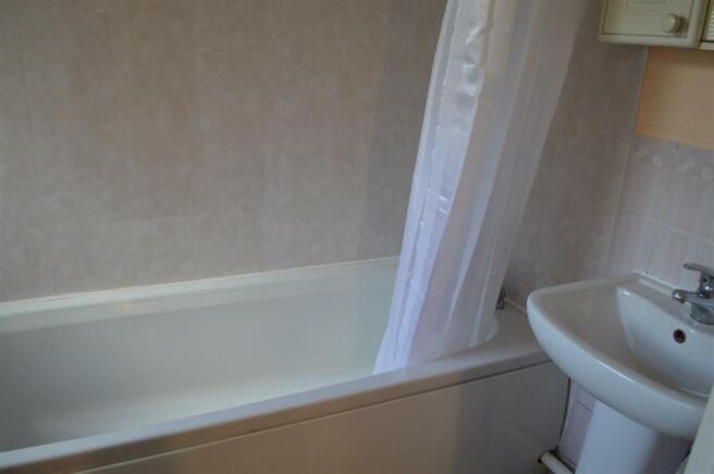 Flat B Bathroom.JPG