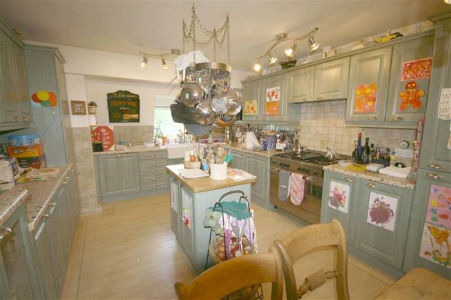 Modern Fitted Kitchen/Breakfast Room