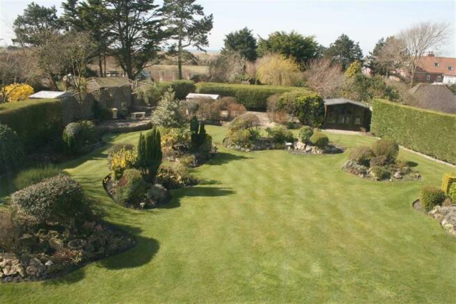 Landscaped Sunny Rear Garden