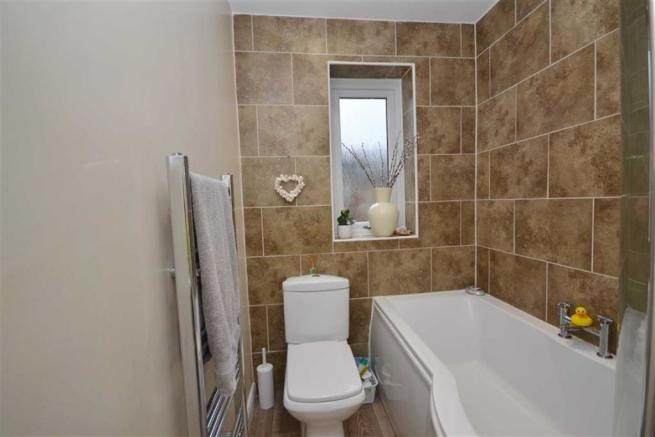 En-Suite Bathroom/w.c View 2