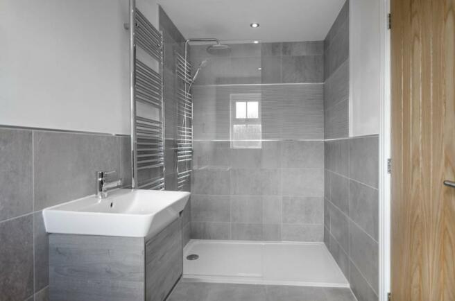 En-Suite to the Master Bedroom