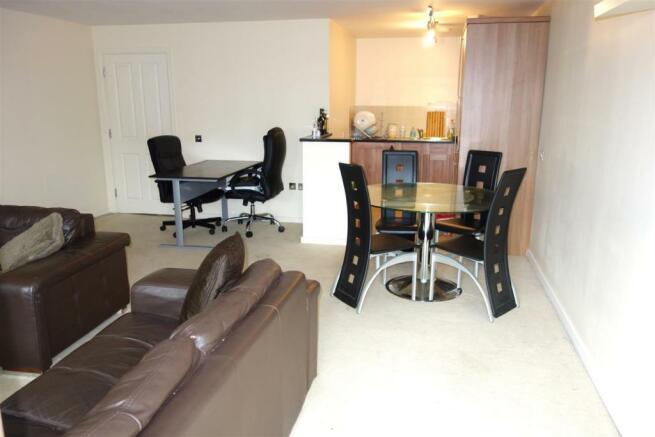 open plan lounge kitchen.JPG