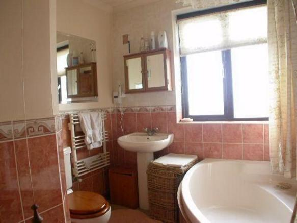 Bathroom 153 Kingsley Road