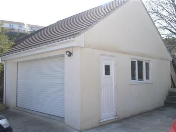 Detached Double Garage/Potential Annexe