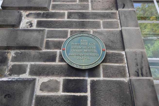 The green heritage plaque on the Highmount House