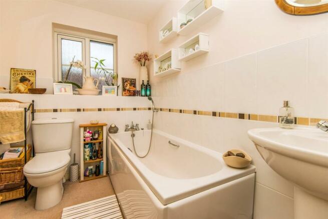 5 Bedroom Detached House For Sale In Heathland Way