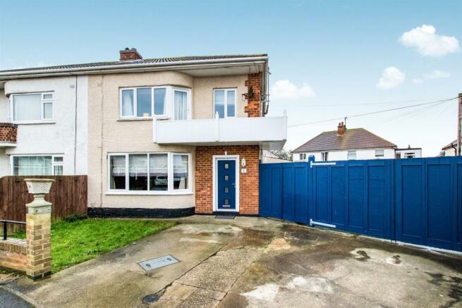 5 bedroom semi-detached house for sale in Castleton Crescent