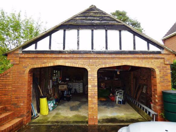 DOUBLE OPEN GARAGE