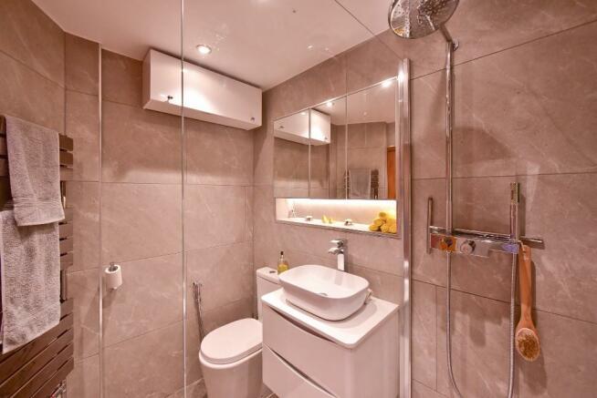 D/s shower room