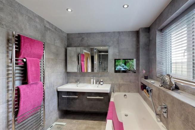 4 bedroom detached house for sale in FRIARS CLIFF, BH23