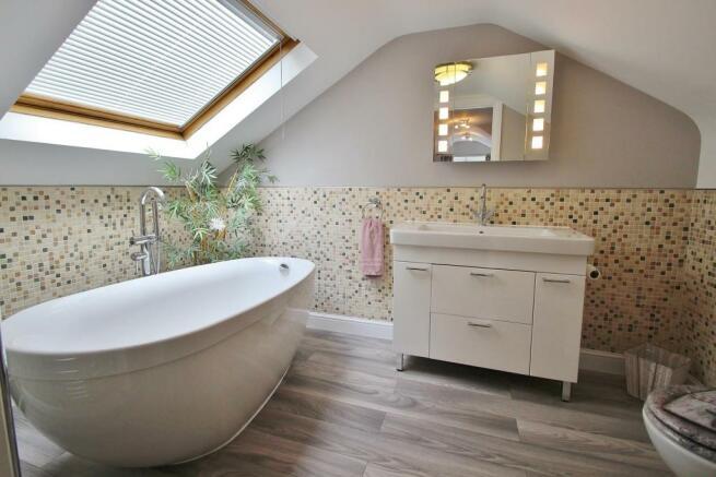 En-suite Bath.JPG