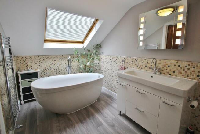 En-suite Bath 2.JPG