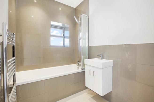 Newly fitted contemporary bathroom