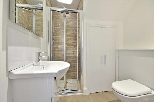Contemporary fitted bathroom combined W.C