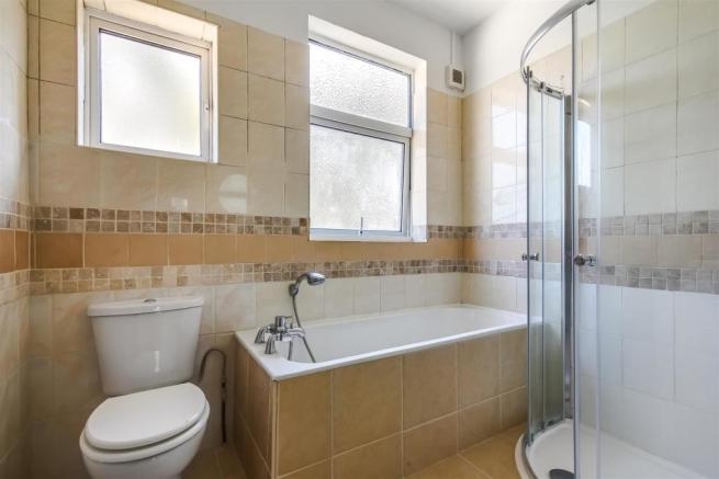Modern fitted family bathroom