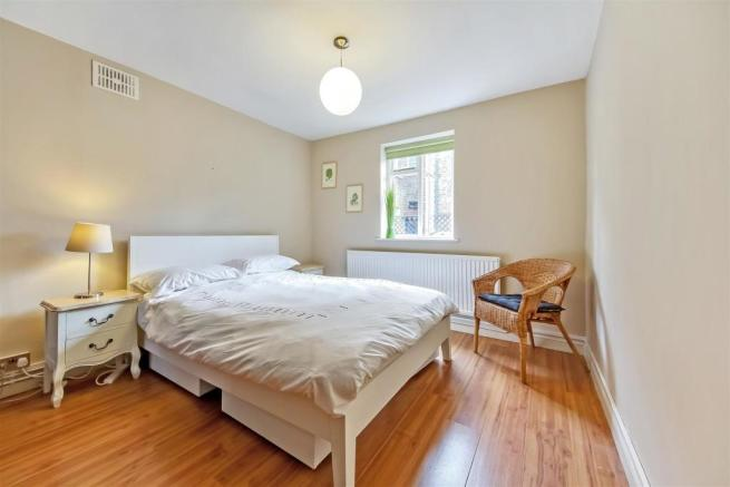Double bedroom to rear