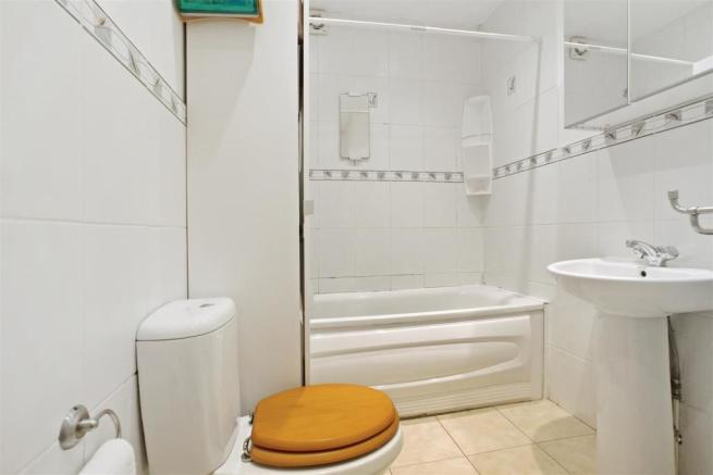 Fitted family bathroom