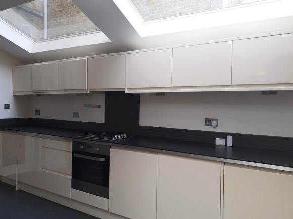 Comtemporary High gloss fitted kitchen with door t