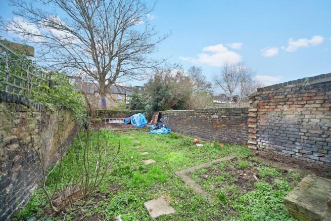 Sizeable South facing rear garden