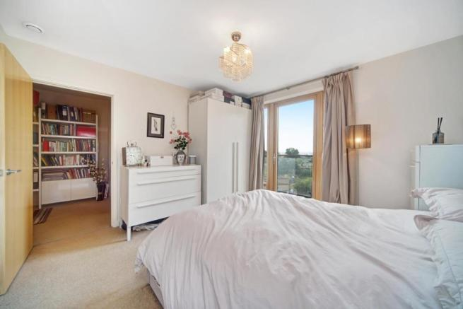 Double bedroom with direct access to second balcon